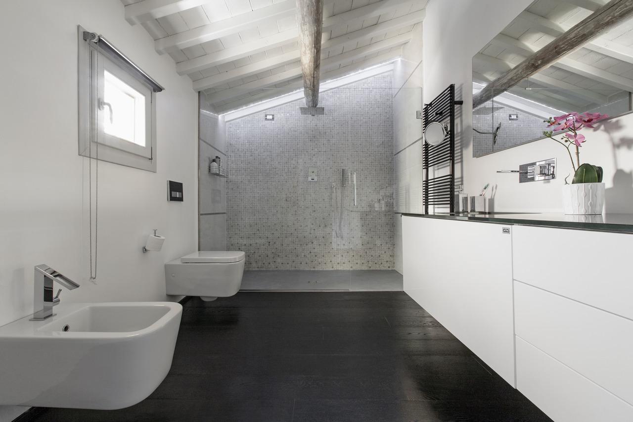 Una nuova identit in 9 metri quadrati area for Quadri da bagno