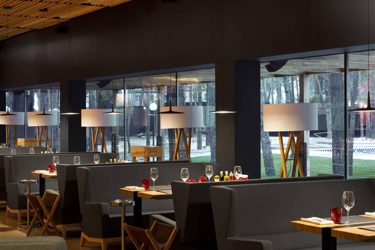 Il ristorante Food & Forest dell'hotel Verholy (Ucraina)