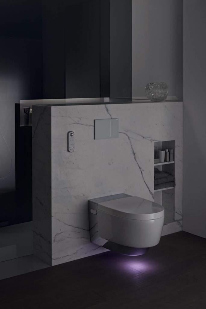 AquaClean Mera by Geberit. Il raggio LED crea una luce d'atmosfera in sette colori e cinque gradi di luminosita