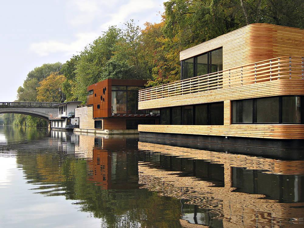 houseboat eilbekkanal area. Black Bedroom Furniture Sets. Home Design Ideas
