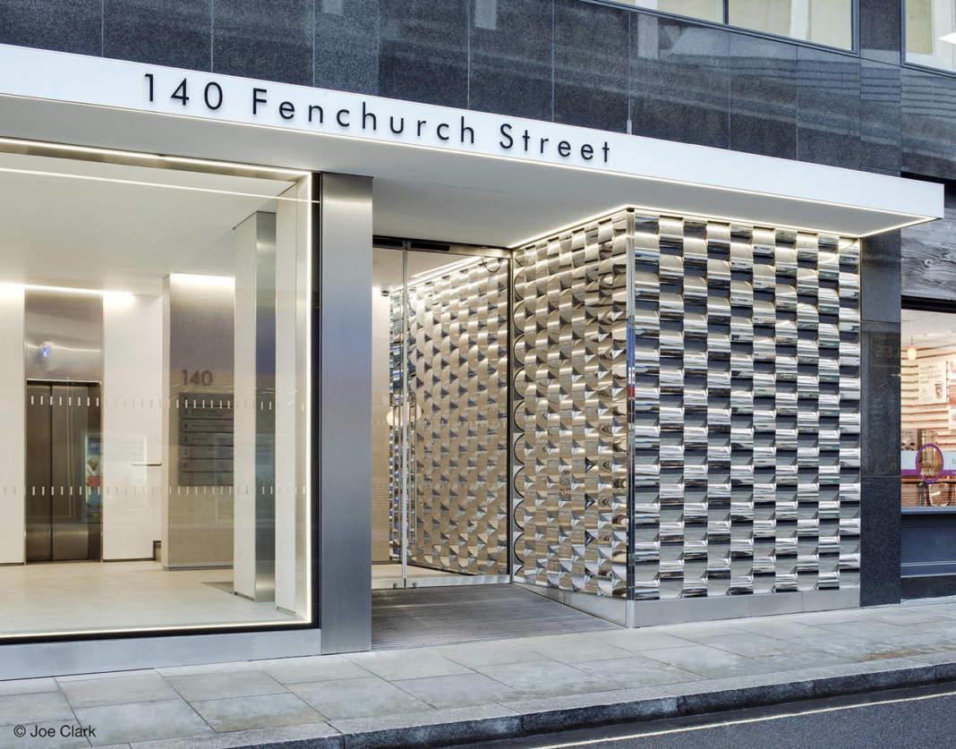 L'ingresso di 140 Fenchurch Street a Londra