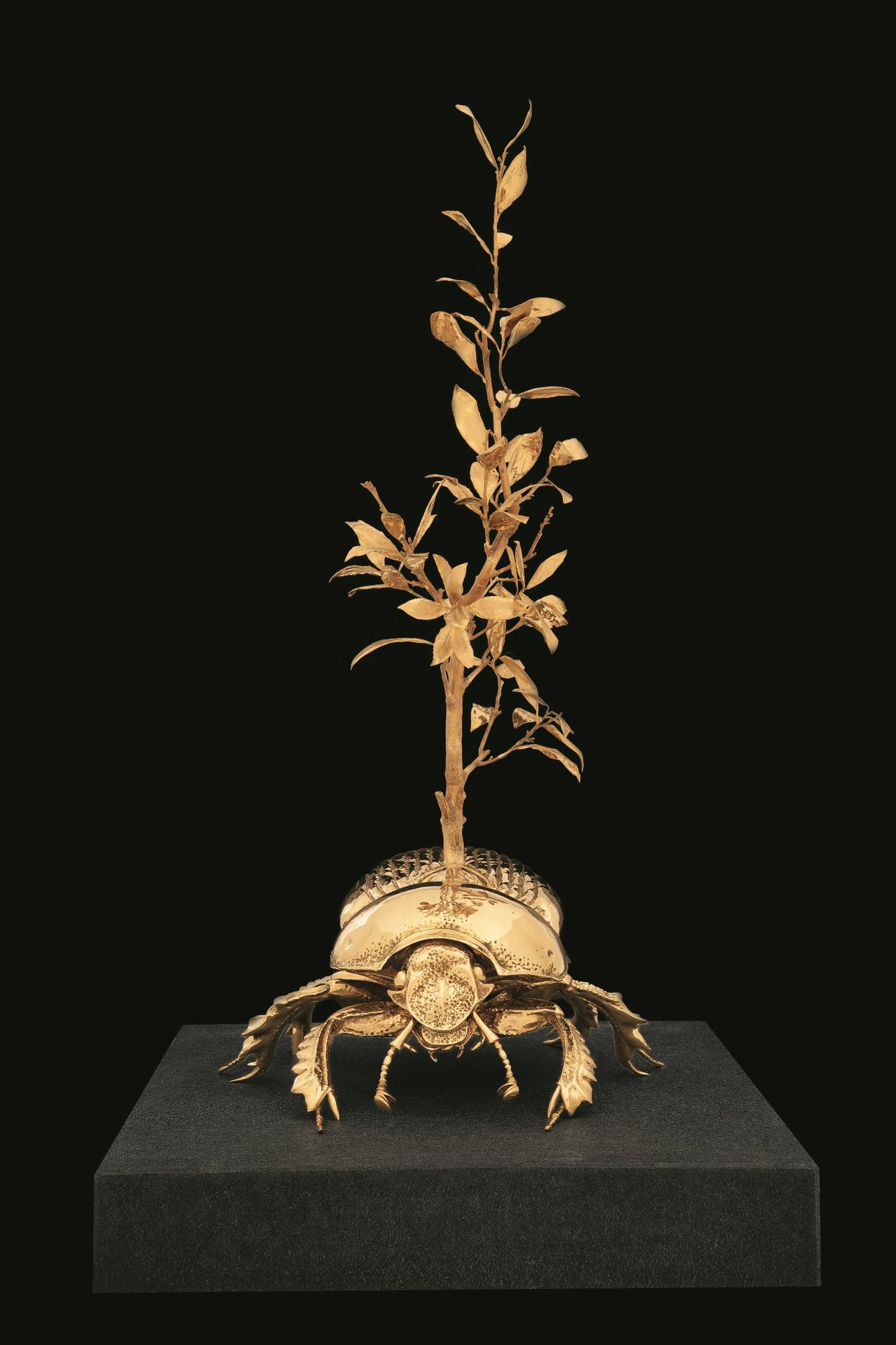 Jan Fabre Scarabeo stercorario sacro con albero di alloro (2012)/Holy dung beetle with laurel tree (2012) Fotografo/Photographer: Pat Verbruggen Copyright: Angelos bvba