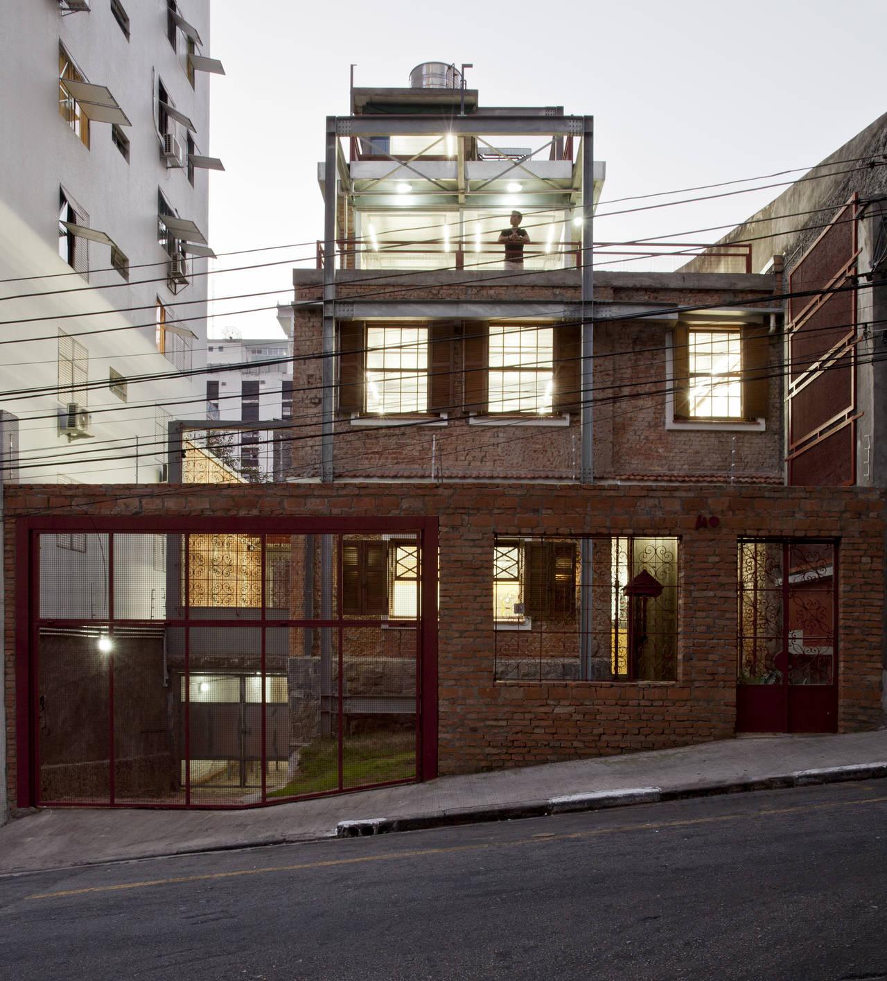 Casa Marília realizzata a San Paolo, in Brasile, dallo studio SuperLimão, vincitore della categoria Riconversione (Re-Use). Photo by Maira Acayaba©