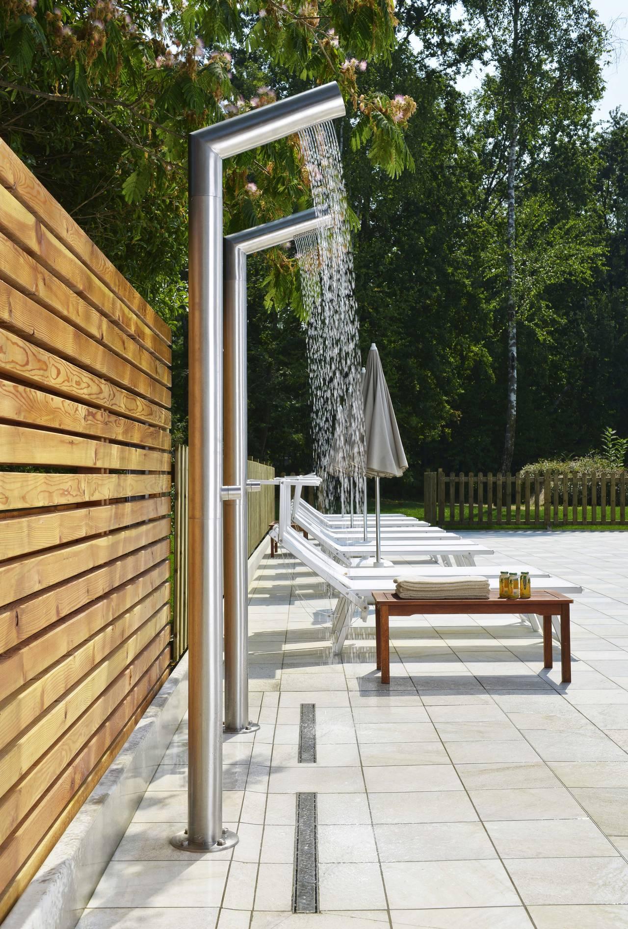Le nuove colonne doccia inox wellness di cristina rubinetterie - Docce per piscine esterne ...