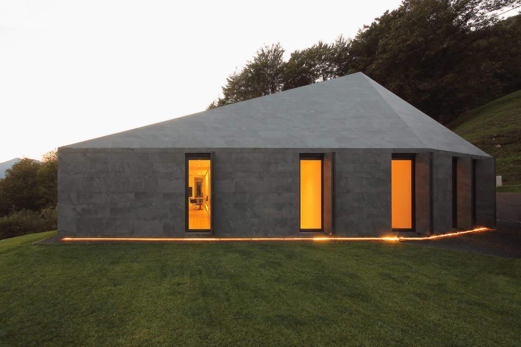 Primo Premio - Sezione Edilizia Residenziale - Jacopo Mascheroni, JM Architecture con Montebar Villa, Medeglia, Canton Ticino (Svizzera)