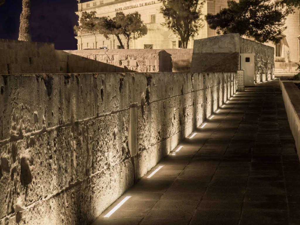 B Light per piazza Castille a La Valletta (Malta)