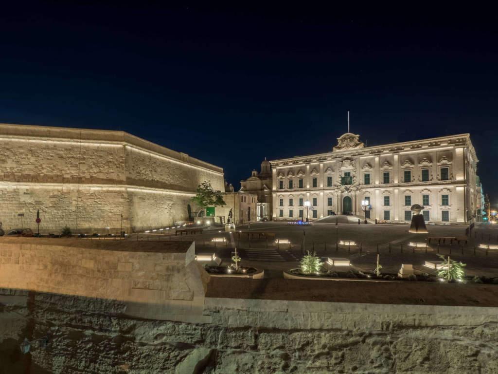 B Light per la piazza Castilla a La Valletta (Malta)