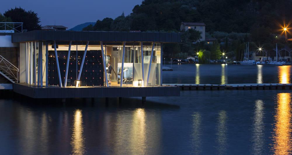 """Platek per la location """"Le Palafitte"""" di Sulzano sul Lago d'Iseo"""
