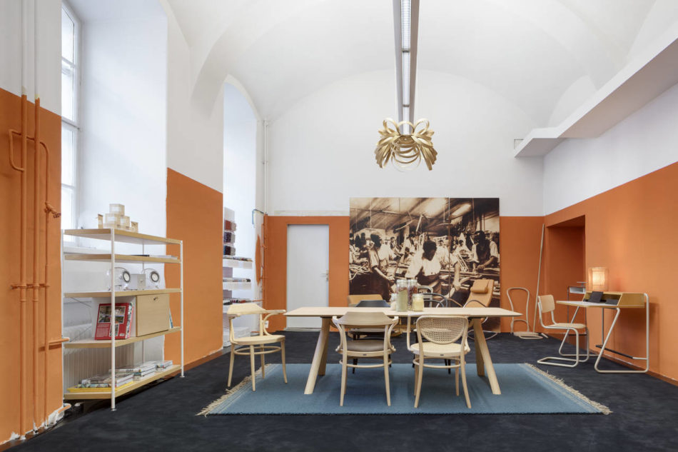 Thonet apre il primo pop up caf a vienna area for Michael nicholas progetta mobili