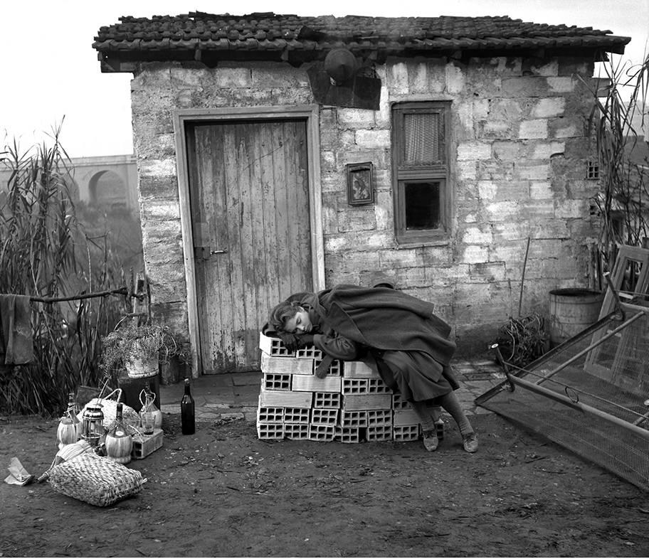 """""""Il tetto"""" by Vittorio De Sica, 1956. Photo G.B.Poletto / Archivio Storico del Cinema / AFE"""