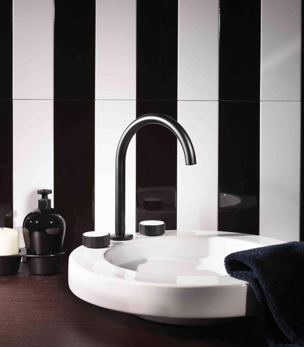 Miscelatore lavabo 3 fori con canna girevole con texture (V) Vertical in finitura Nero Opaco