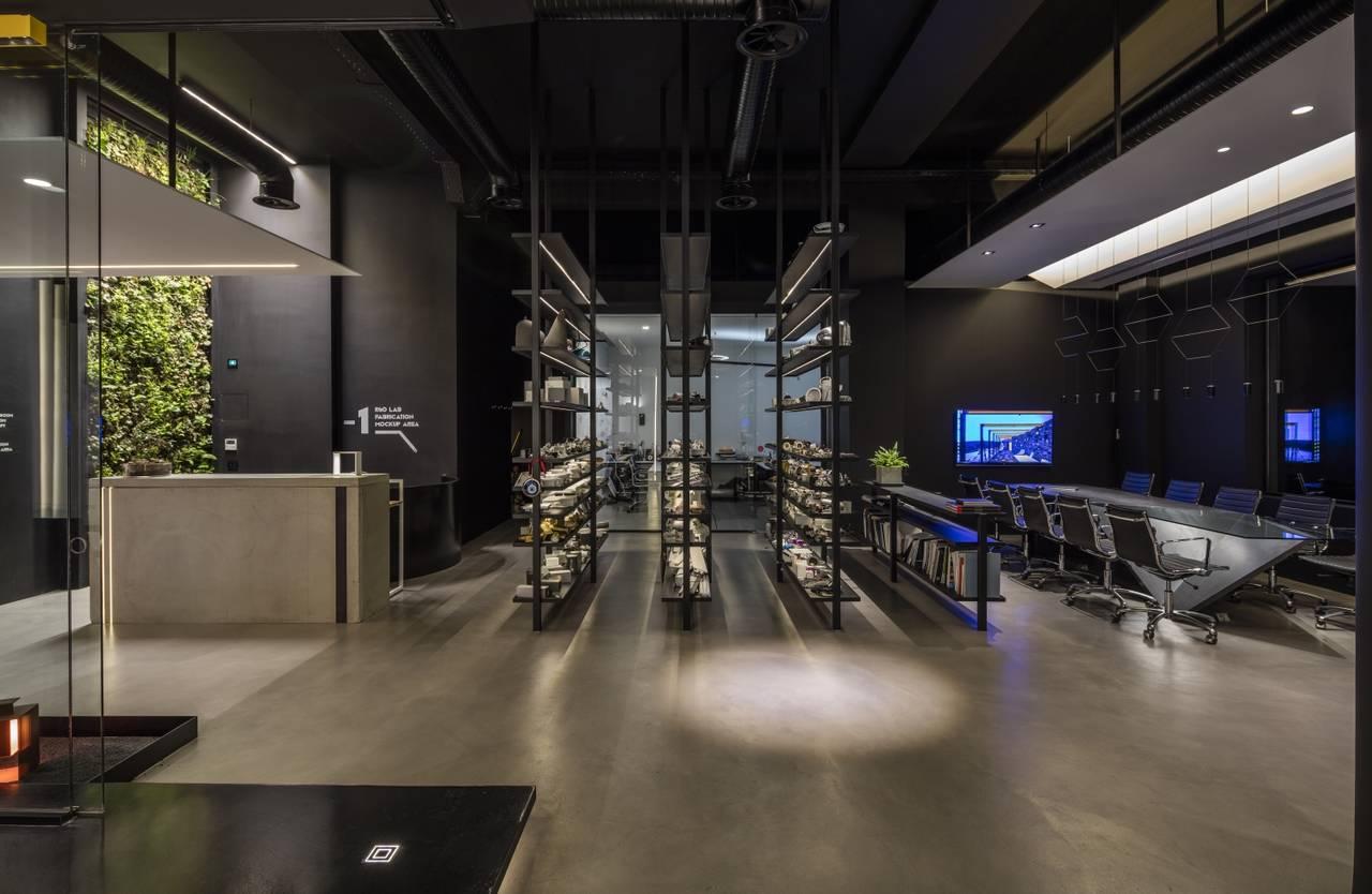 Ribbon Basic originale soluzione adottata per illuminare gli scaffali che ospitano in prodotti in esposizione