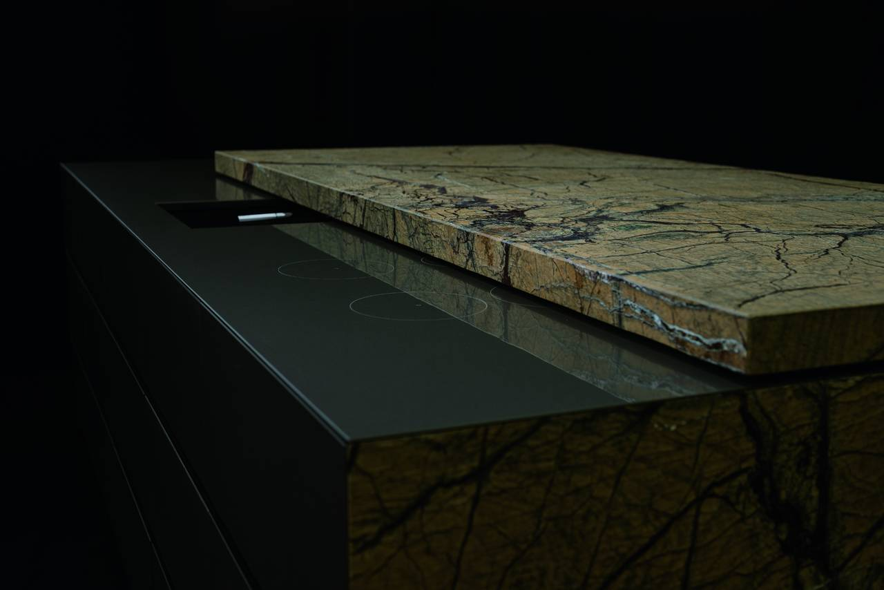 Piano scorrevole in pietra naturale Rainforest Gold spazzolato di Lapitec