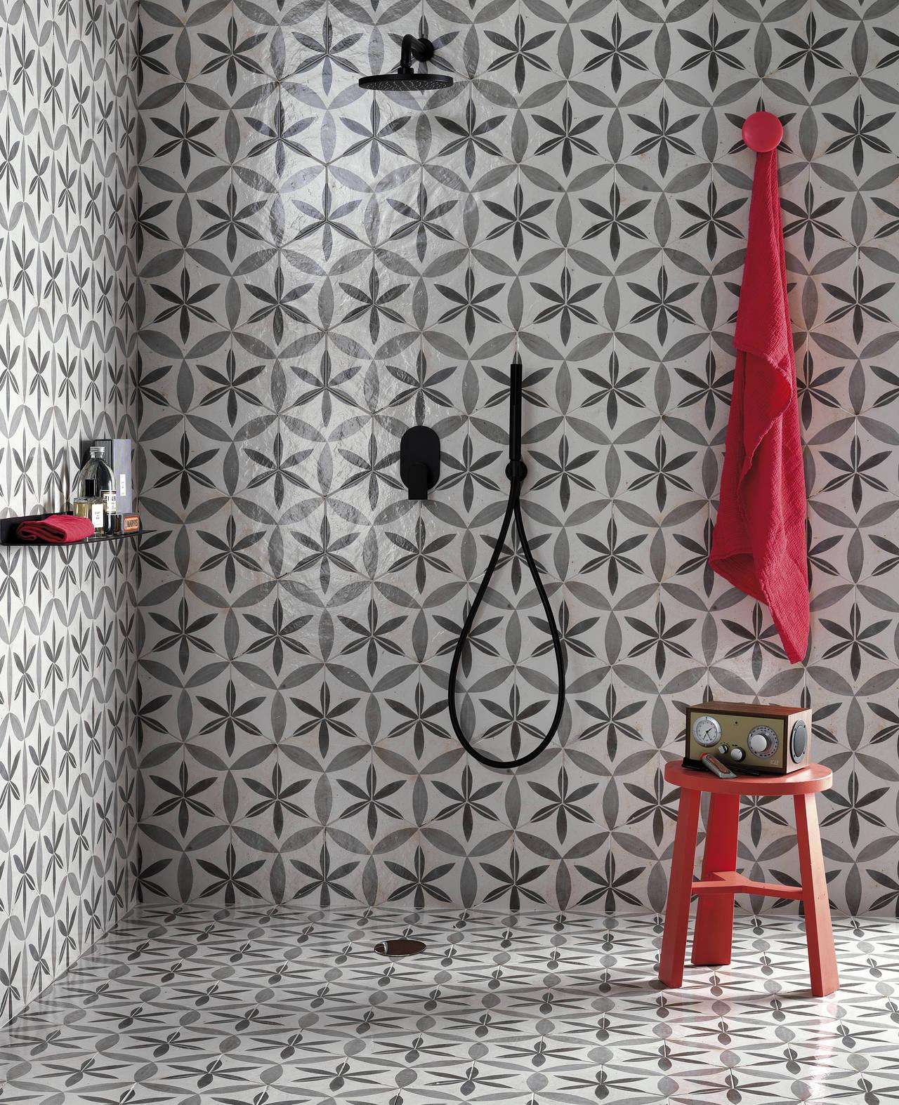 Ambiente bagno realizzato con Firenze Heritage Esagono Fiore e finitura Matt
