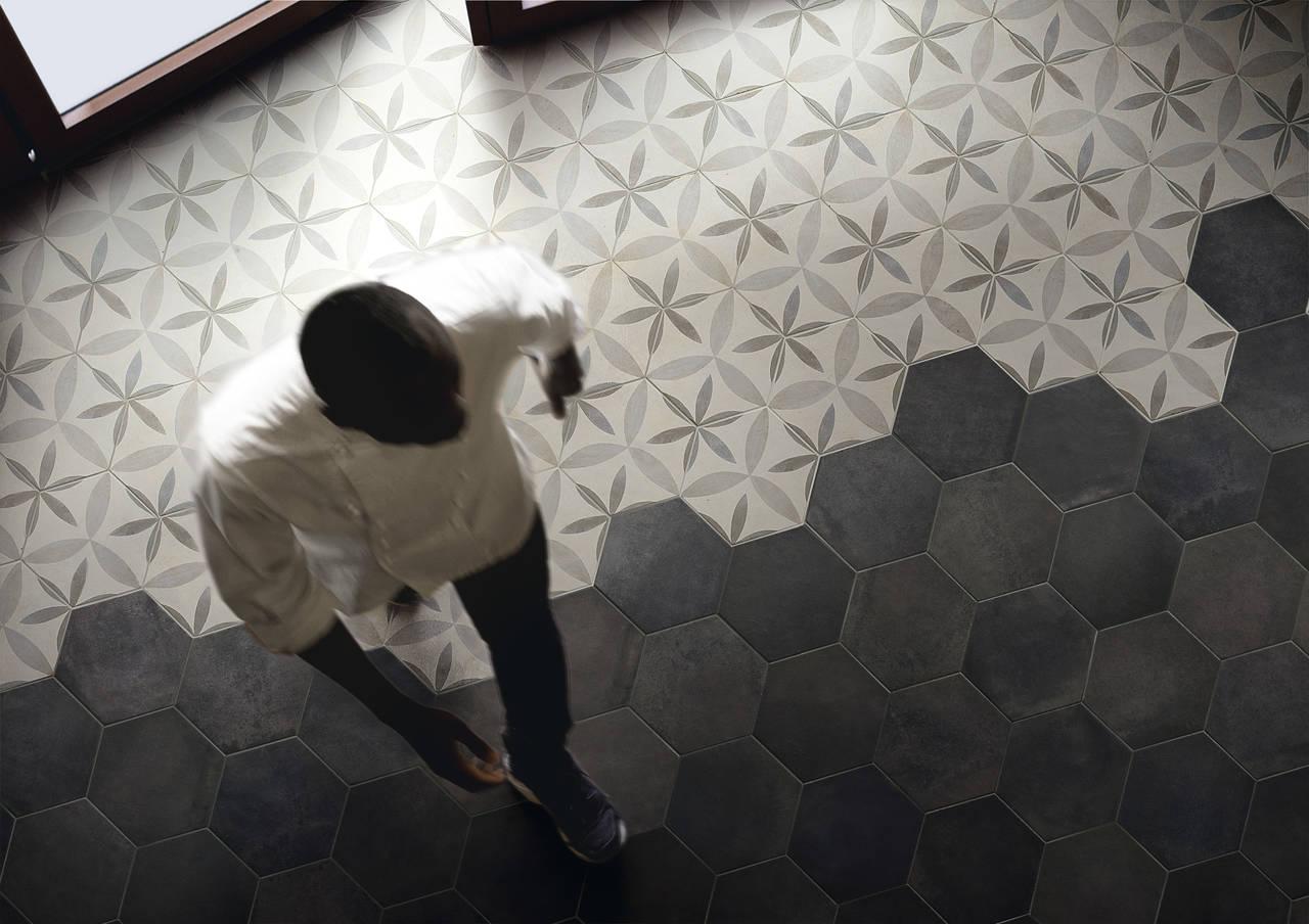 Pavimento di un ristorante realizzato con la collezione Firenze Heritage Rosato, finitura Matt