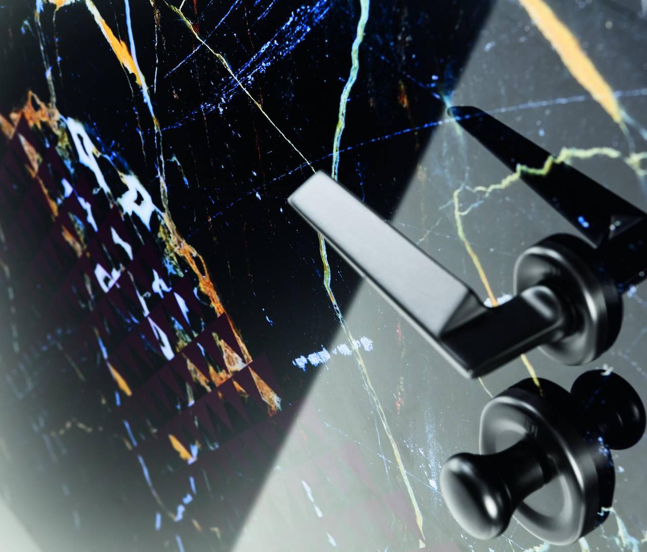 Porta di sicurezza Vighi Security Doors rivestimento Collezione Ventesimosecolo, linea anniTRENTA