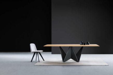 Il legno si piega in un Origami con il tavolo Natisa