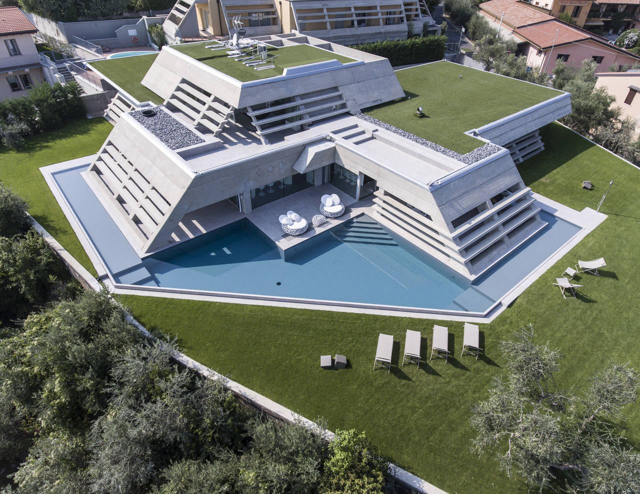 Piscine castiglione per villa atelier sul lago di garda area for Castiglione piscine
