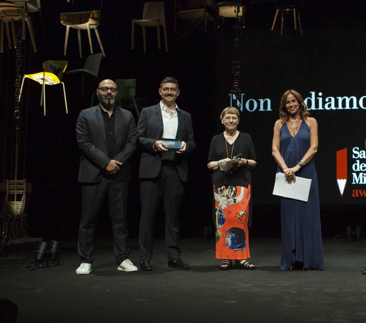 Flos premiata per il miglior allestimento al Salone del Mobile.Milano Award 2017