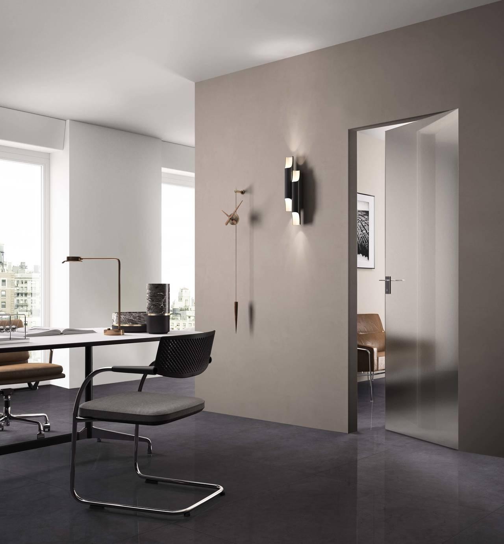 Soluzione di porte in cristallo Cristal, proposta nella version e Basic Zero, satinato bronzo, telaio A_FILO
