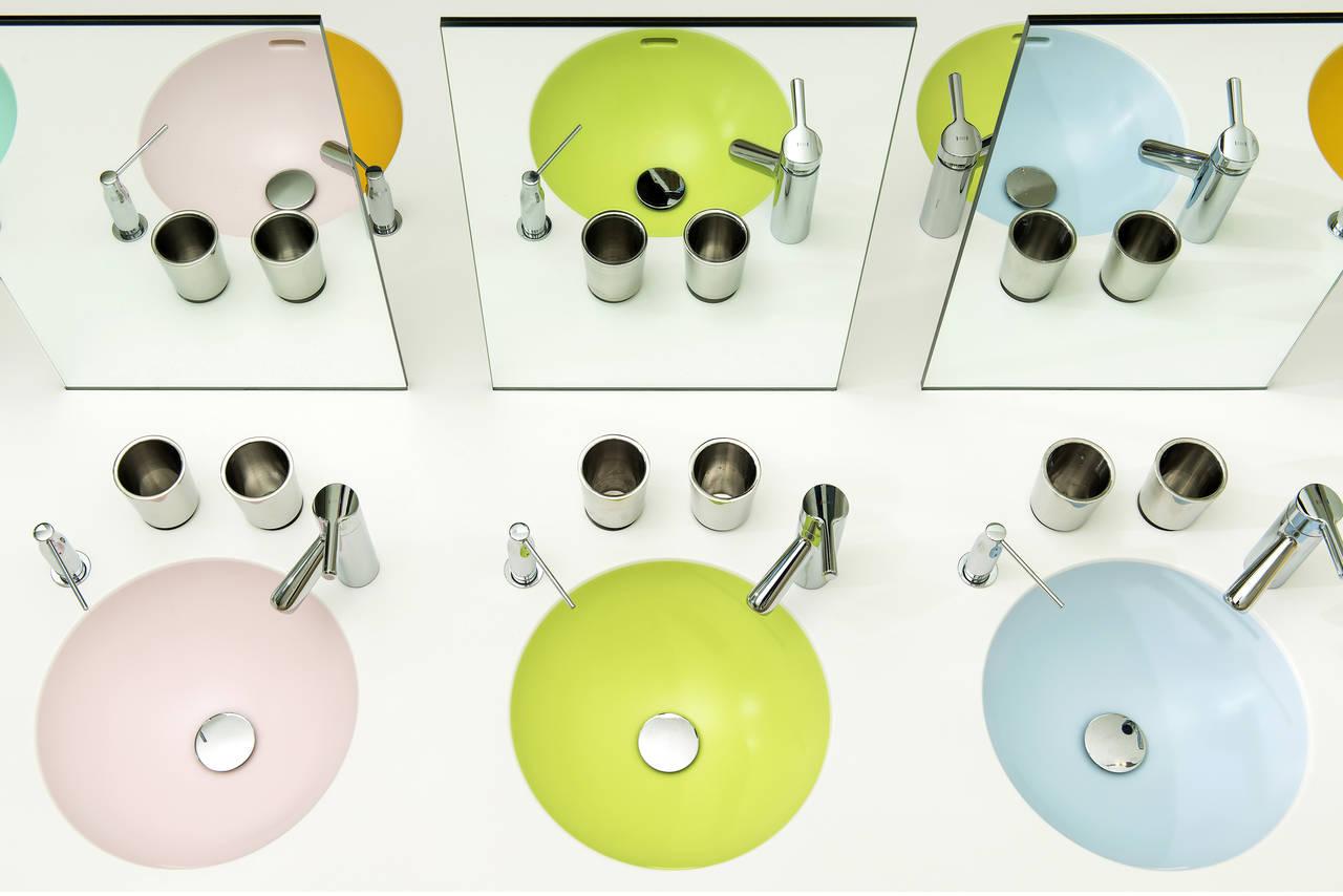 Igienicità, impermeabilità, resistenza, massima personalizzazione di forme e colori: Hi-macs è un materiale perfetto per l'ambiente bagno perchè garantisce prestazioni elevate e massima plasmabilità per dare forma alle idee dei progettisti, sia in ambito residenziale, sia per spazi pubblici o contract
