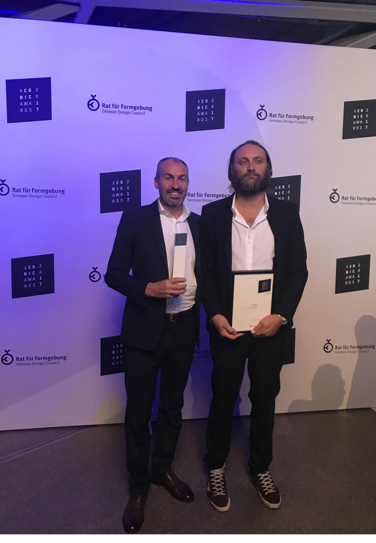 Natalino Malasorti - socio fondatore e Direttore creativo di Ceadesign accompagnato da Edoardo Gherardi, designer della collezione premiata