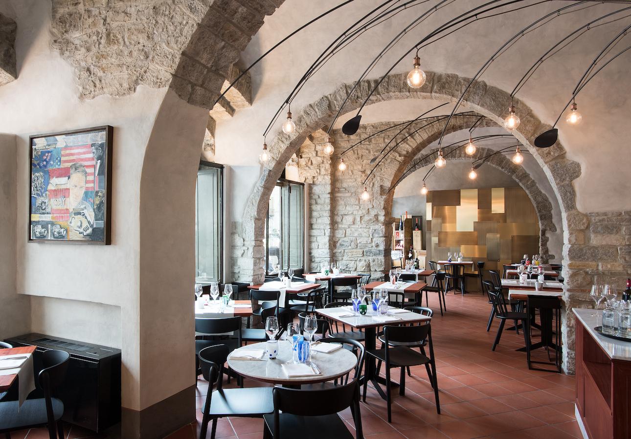 Design e storia si incontrano a bergamo nel ristorante lalimentari area - Interior design bergamo ...