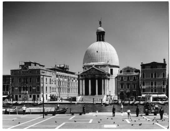 Sede centrale dell'INAIL a Venezia, 1950-61. Foto di Paolo Monti, 1961. Università Iuav di Venezia, Archivio Progetti, Fondo Egle Renata Trincanato