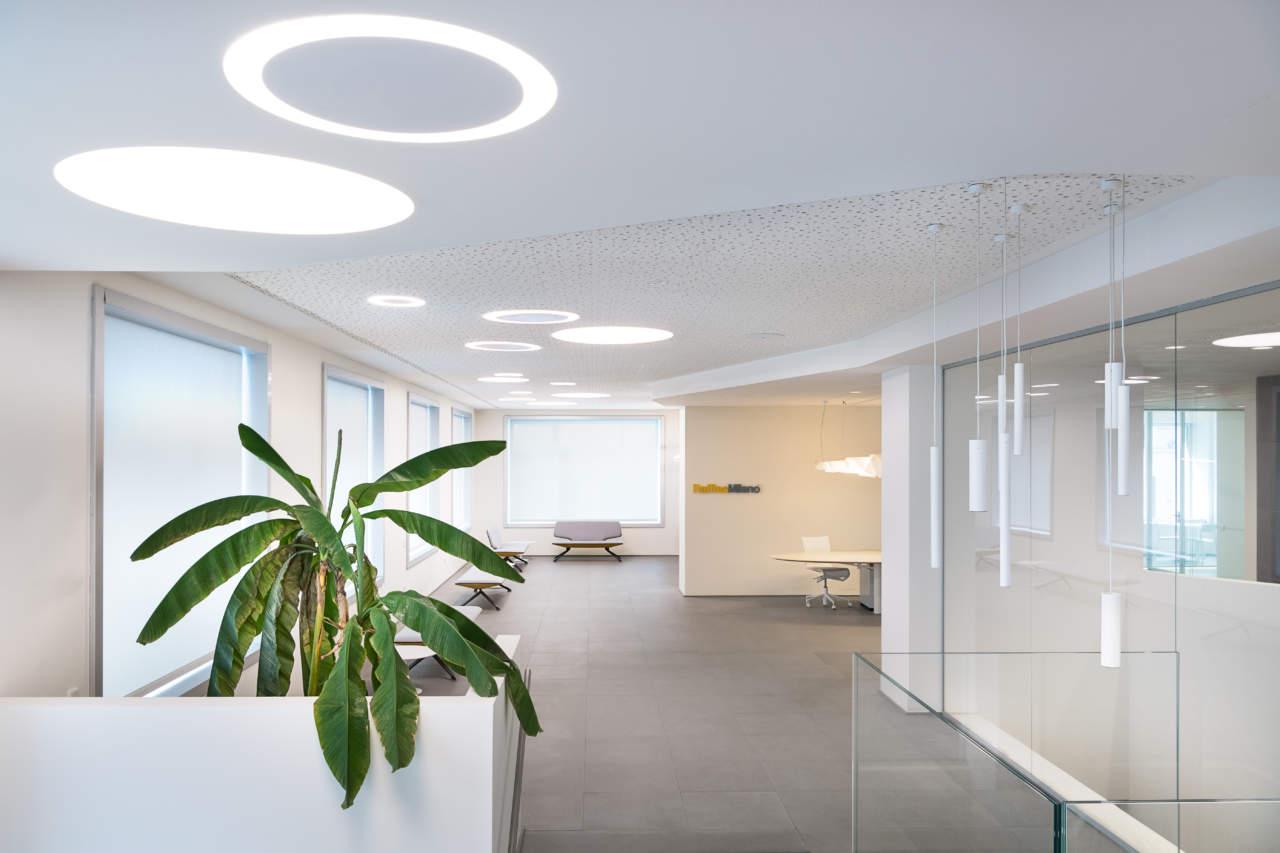 Linea light group per l istituto raffles a milano area